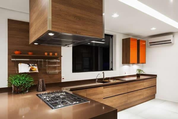 pedra cor de madeira na cozinha
