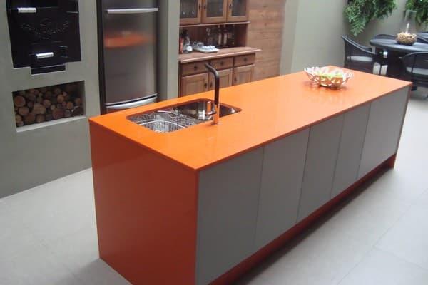 pedra cor de madeira para ilha na cozinha