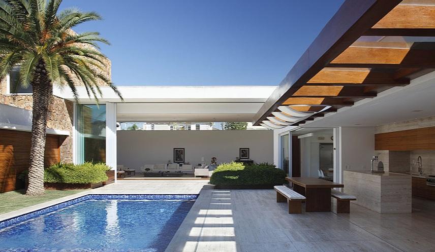 Fachadas para casas em l como escolher for Modelos de piscinas para casas modernas