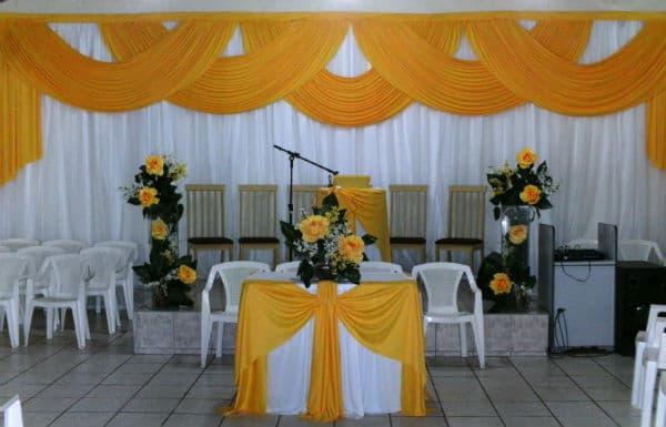 Decoração de Igreja Evangélica amarela