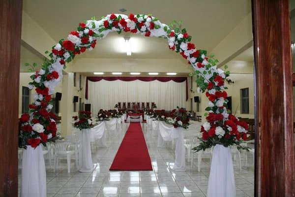 Decoração de Igreja Evangélica com arco na entrada