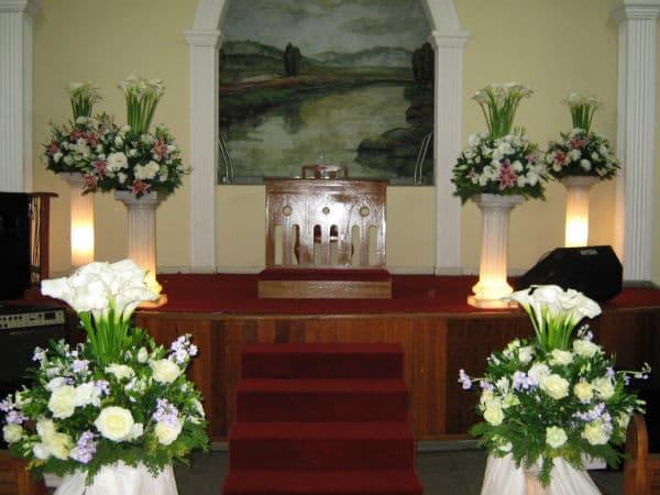 Decoração-de-Igreja-Evangélica-com-tulipas