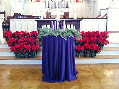 altar de igreja com tecido